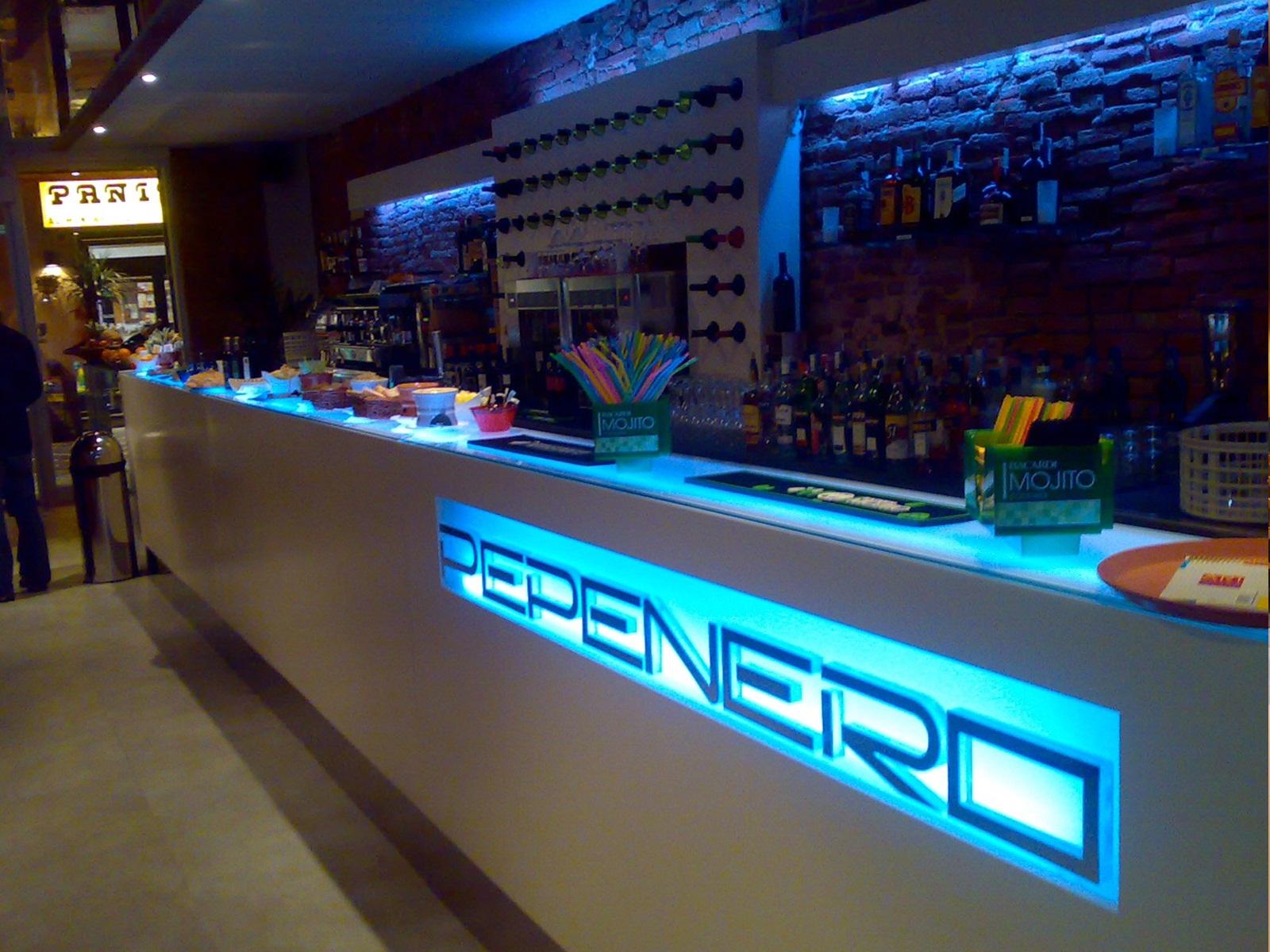 Banchi bar e banconi per ogni tipo di locale a prezzi for Banchi bar e arredamenti completi